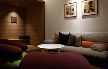 志摩観光ホテル Yogiboを導入したお部屋の様子