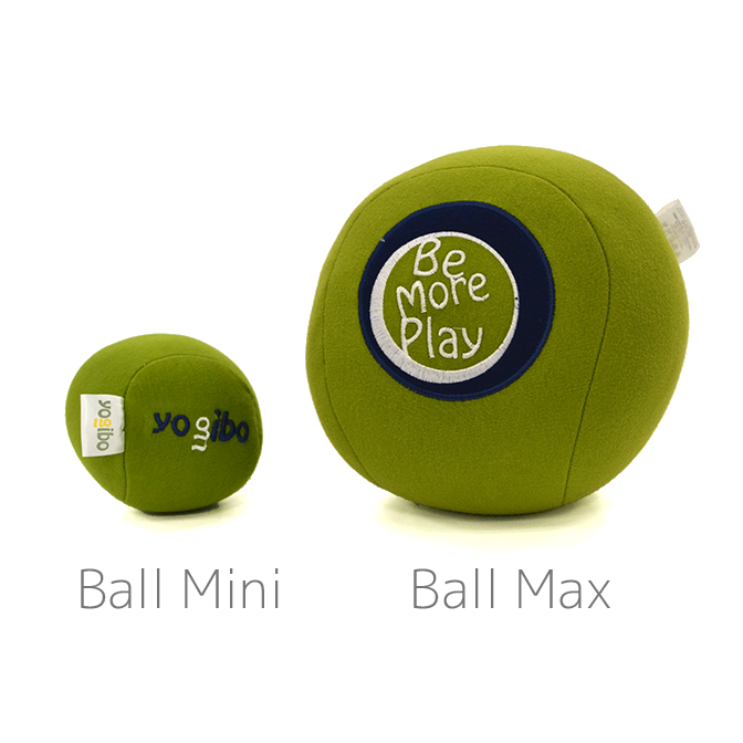 Yogibo Ball MaxとYogibo Ball Miniの大きさの比較です